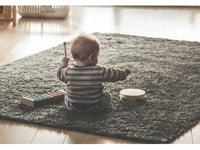 Как да стимулирате сетивата на бебето: слухът